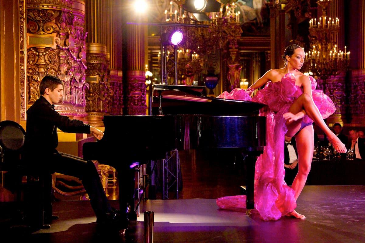 Dîner inédit dans le grand foyer de l'Opéra de Paris.