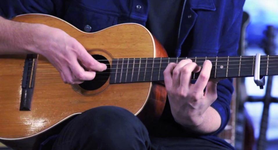 très joli duo et arrangements Pop à la guitare pour ces deux artistes talentueux.